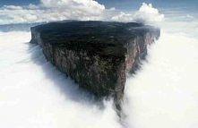 Roraima.Wysokość 2810 m n.p.m.Góra położona jest na granicy Wenezueli, Gujany i Brazylii. Wygląda niesamowicie interesujaca. Wejście na szczyt możliwe jest z przewodnikiem i trw...