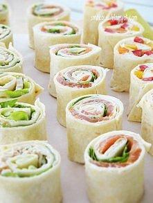 Roladki z kurczakiem, sałatą i majonezem (6 sztuk)  Składniki: - 1 tortilla p...