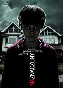 NAZNACZONY   Młoda rodzina, Josh (Patrick Wilson) i jego żona Renai (Rose Byrne) oraz trójka ich dzieci przeprowadzają się do nowego domu, w którym zaczynają dziać się dziwne rz...