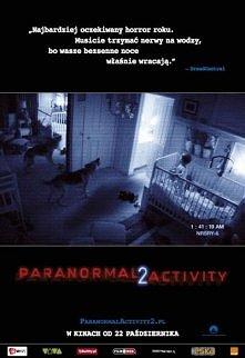 """"""" paranormal activity 2 """" Czy na pewno wiesz, co się dzieje nocą w twoim domu? Prawda może być przerażająca, jak w horrorze Paranormal Activity 2. W domu pewnego małże..."""