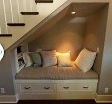 Miejsce wypoczynkowe pod schodami xd