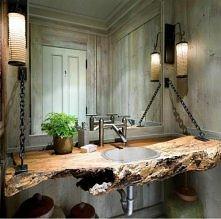 kawałek drzewa w łazience ....