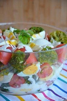 Sałatka z brokułami, pomido...