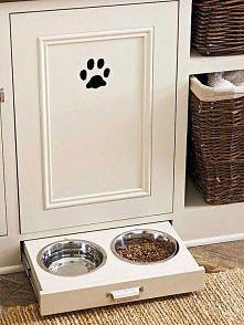 miski dla zwierzaka w szufladzie