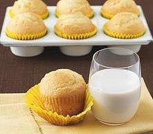 Muffiny cytrynowe Magdy Gessler ! 1.mąka 300g 2.cukier 125g 3.proszek do pieczenia 1,5 łyżeczki 4.sól szczypta 5.skórka otarta z cytryny 2 łyżki 6.cukier waniliowy z prawdziwej ...