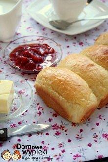 """Mleczne bułeczki """"Kleik mączny"""": - 30 g mąki pszennej - 150 ml zimnej wody Ciasto właściwe: - 375 wysoko glutenowej mąki (chlebowej) - 7 g drożdży instant - 1/2 szklanki mleka -..."""