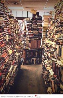 mieć tyle książek w domu ,mmm marzenie :)