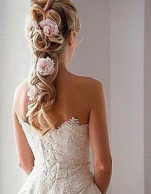 Piękna fryzura ślubna z Por...
