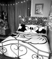 myszka miki łóżko kiss pokój