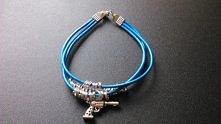 niebieska bransoletka z zawiszką