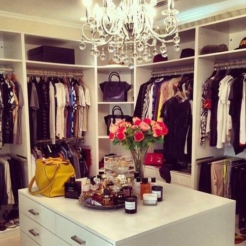 kiedyś ta szafa będzie moja ^^ a wy? jak dużo macie ubrań w szafie? ~ Marta