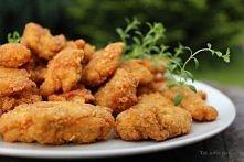 Piersi z kurczaka w cieście czosnkowym Składniki: ok 50 dag filetów z kurczaka 1 szklanka mąki ok 1 szklanka wody 1 jajko, 2-3 ząbki czosnku sól, pieprz olej do smażenia Sos czo...