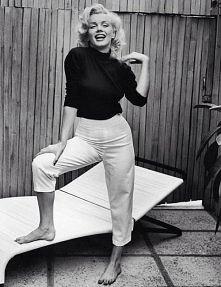 """""""Jeśli już musisz być dwulicowy, niech jedna z tych twarzy będzie piękna."""" Marilyn Monroe"""