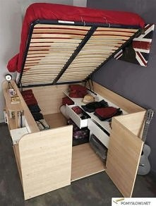 łóżko a pod nim półeczki ^^
