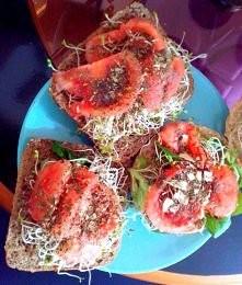 moje drugie śniadanie z kiełkami z lucerny *.*