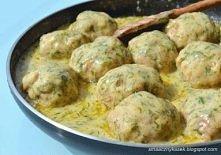 Pulpeciki w sosie koperkowym :)   Składniki:  1 kg dobrego mięsa wieprzowo-wołowego  1 pęczek koperku  ok. 0.5 - 0.7l rosołu ( u mnie mięsno-warzywny)  1 cebula  3 ząbki czosnku...