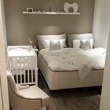 dobrze zagospodarowana, niewielka sypialnia
