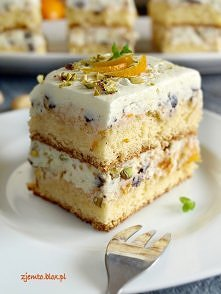 """Ciasto Cassata """"Cassata to tradycyjne sycylijskie ciasto przekładane masą serową, naszpikowaną mnóstwem bakalii, orzechów pistacjowych i kawałkami czekolady. No i ostatni e..."""