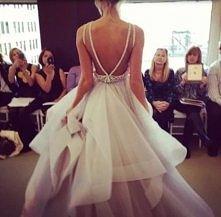 cos nowoczesnego:) cudna suknia;*