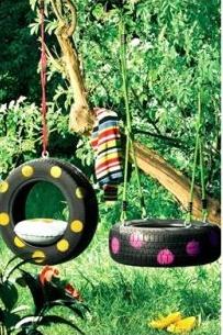 Kolejny pomysł na opony w ogrodzie. Dodatkowo mamy pewność, że dzieci będą się super bawić. Pomysł zaczerpnięty z polki.pl