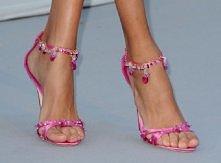 świetne różowe sandałki   nogi należą do Ani Rubik więc buty są na pewno mark...