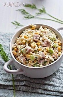 Mega sałatka <3 polecam ! Sałatka z makaronem ryżowym, świeżym ogórkiem, kukurydzą, szynką i koperkiem . -250 g makaronu w kształcie ryżu (Orzo) -250 g chudej szynki (w kawał...