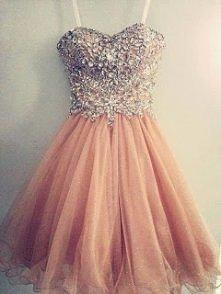 Śliczna sukienka *o*