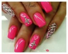 маникюр розовый с золотым фото