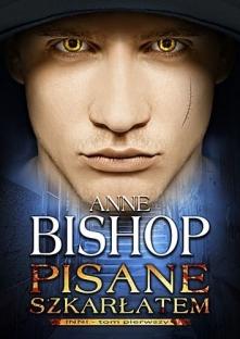 """Inni. Tom 1. Pisane szkarłatem - Bishop Anne. Główną bohaterką powieści Anne Bishop pt. """"Pisane szkarłatem. Tom 1. Inni"""" jest Meg Corbyn, wyjątkowa kobieta, która potrafi przewi..."""