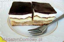 szarlotka z budyniem, smietanka i czekolada :) polecam
