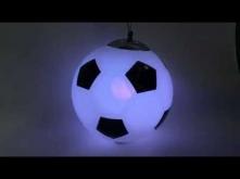 Lampa MUNDIAL to designerskie oświetlenie dla miłośników sportu. Kształt lampy przypomina piłkę futbolową dzięki czemu sprawdzi się zwłaszcza jako oświetlenie główne w pokoju dz...