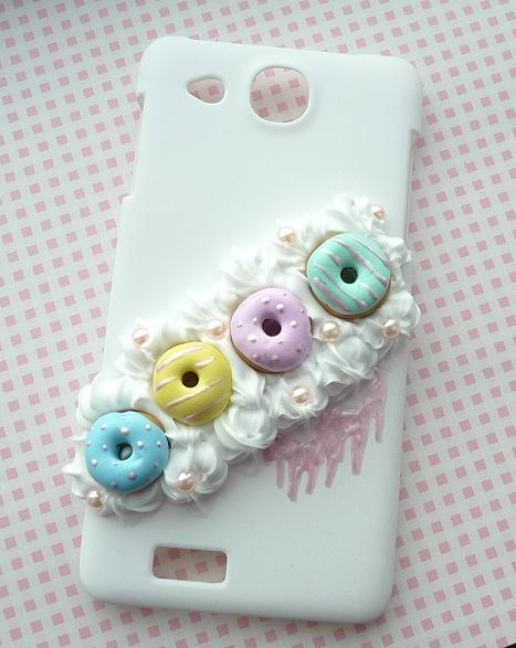 Słodka obudowa na telefon z bitą śmietaną i donutami:)
