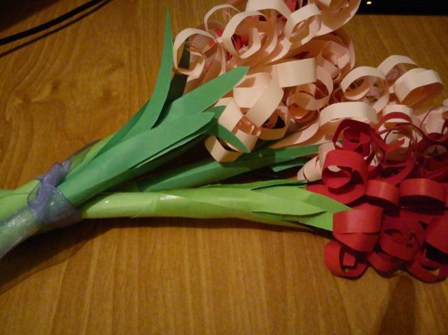 kwiaty z papieru - po kliknięciu w zdj instrukcja krok po kroku :)