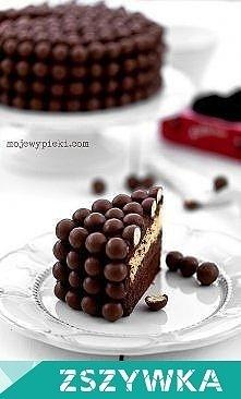 Składniki na ciasto czekoladowe ciemne:  50 g gorzkiej czekolady 50 g masła 50 g drobnego cukru do wypieków 2 duże jajka, w temperaturze pokojowej 50 g mąki pszennej 1 łyżeczka ...
