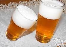 Piwo z galaretki - pomysł na Prima Aprilis  Oszukiwane piwo na Prima Aprilis  1 galaretka pomarańczowa 400 ml wody  Zagotuj wodę i rozpuść w niej galaretkę. Galaretkę wystudź, a...