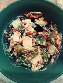 kolacja...  sałatka dietetyczna. marchewka, seler, kurczak gotowany, sałata, ogórek, por, jogurt naturalny, musztarda. Polecam. Smacznego. :)  (marchewka, seler starłam na tarce)