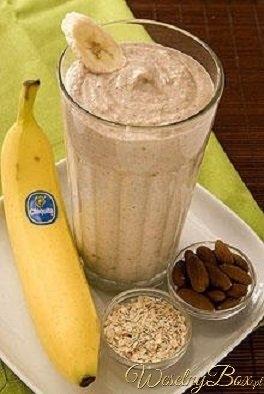 Na REDUKCJĘ WAGI - zastrzyk energii z rana! Bananowy shake na śniadanie! 2x banana 2x ice 1/2 szkl greek jogurt(trochę miodu) 1/2 szkl płatków owsianych 1/3 szklanki migdałów