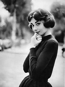 """""""Wierzę, że śmiech jest najlepszym spalaczem kalorii. Wierzę w pocałunki, dużo pocałunków. Wierzę w bycie silnym, kiedy wygląda na to, że wszystko idzie w złym kierunku. Wierzę, że szczęśliwe dziewczyny są tymi najpiękniejszymi.""""   ~Audrey Hepburn"""