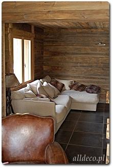 ściany w starym drewnie