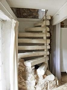 schody z podkładów torowych