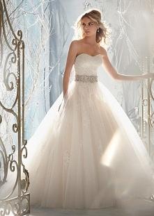 Zjawiskowa suknia ślubna ze srebrną ozdobą <3