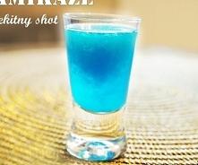 Błękitny shot - kamikaze  Składniki  250 ml wódki ok. 125 ml Curaco ( niebieski likier ) sok wyciśnięty z ok. 3 cytryn  Etapy przygotowania  1. Do butelki nalewam wódkę, curaco ...