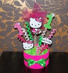 dekoracja na stół z Hello Kitty