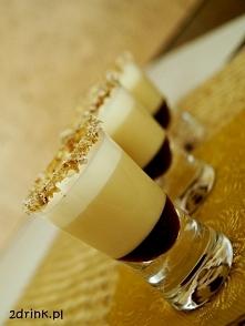 Ferrero – przepis na shot Składniki: 1/4 syropu czekoladowego 1/2 likieru o smaku orzechów włoskich 1/4 mleczka skondensowanego do dekoracji: zmielone orzechy laskowe i syrop or...