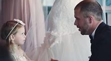 Podczas własnego ślubu zwrócił się do swojej pasierbicy. Jego deklaracja wzrusza do łez…