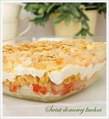 Sałatka warstwowa z kurczakiem i serem feta  Przepis po kliknięciu w zdjęcie!