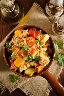 Warzywny gulasz z kurczakiem i ryżem. Przepis po kliknięciu w zdjęcie.