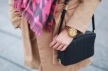 torebka czarna + złoty zegarek  blog <styloly>
