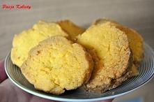 ciastka kukurydziane Składniki: - 2 i 1/2 szklanki mąki kukurydzianej - 1 kos...