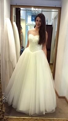 Ojjj <3 pierwsze przymiarki sukni ślubnej <3 Chyba mi pasuje co nie ?:P  Szczęśliwa tak bardzo!!! <3 :3